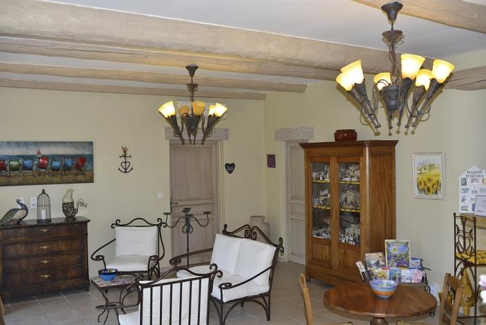 La pièce commune des chambres d'hôtes de la Grange de Mailhac