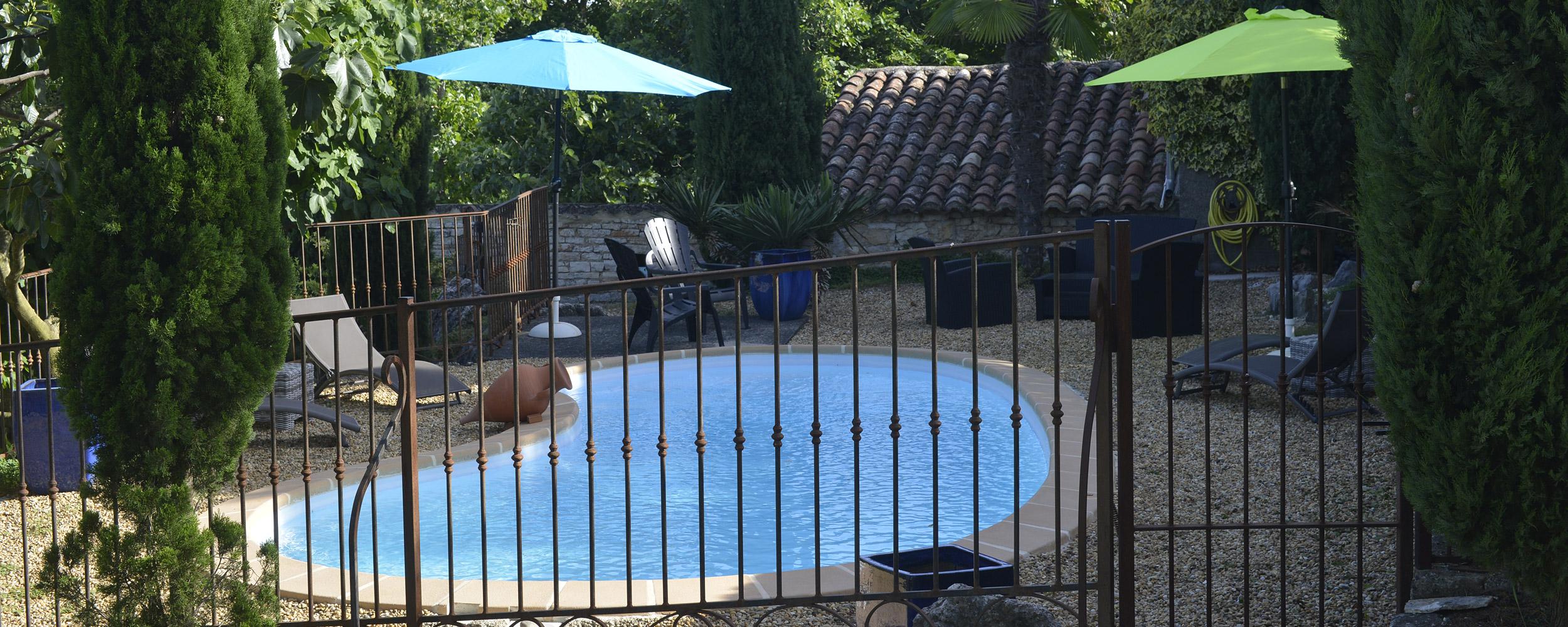 La piscine sécurisée de la Grange de Mailhac