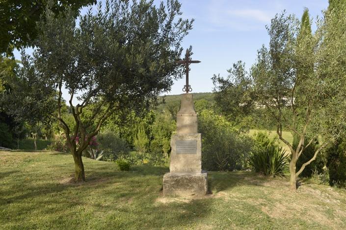 Stèle en mémoire de l'ancienne église Saint Laurent de Mailhac
